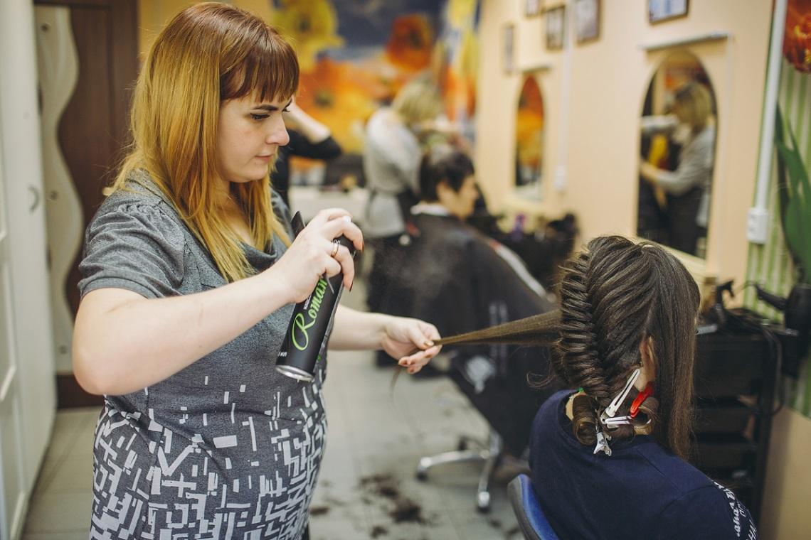 том, почему курсы парикмахеров в самаре фото водитель вращает рулевое